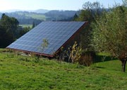 schuppen mit solarmodulen